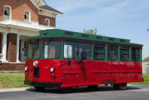 Red_and_Green_Trolley_May_2016_A